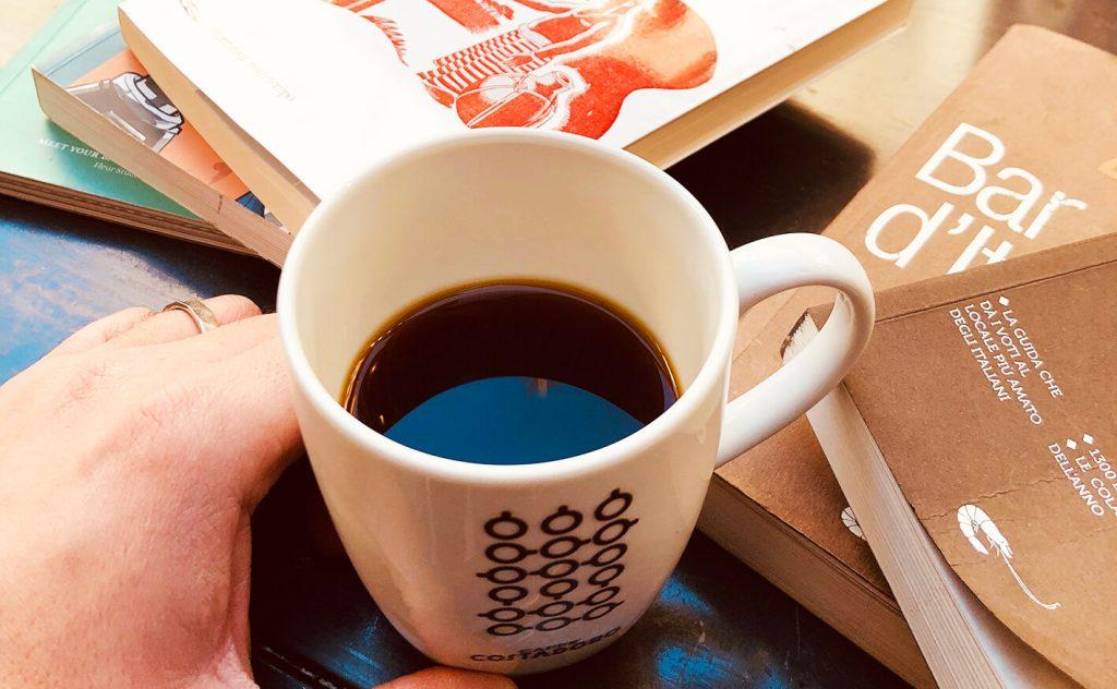 Caffè americano in tazza Costadoro